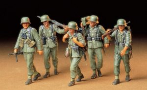 Tamiya German Machine Gun Crew On Maneuver